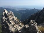 """Panorama dal Passo degli Uncini (sul costone in ombra si distinguono sette """"uncini"""""""