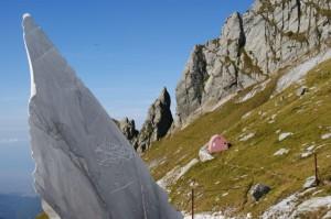 Il Bivacco Aronte (è il più antico delle Alpi Apuane, essendo stato aperto nel 1902)