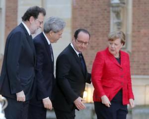 Da sinistra a destra, il premier spagnolo Mariano Rajoy, Paolo Gentiloni, Francois Hollande e Angela Merkel, nel recente incontro di Versailles