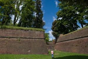 Le mura medioevali di Lucca, dove Giuseppe Pera è nato e vissuto